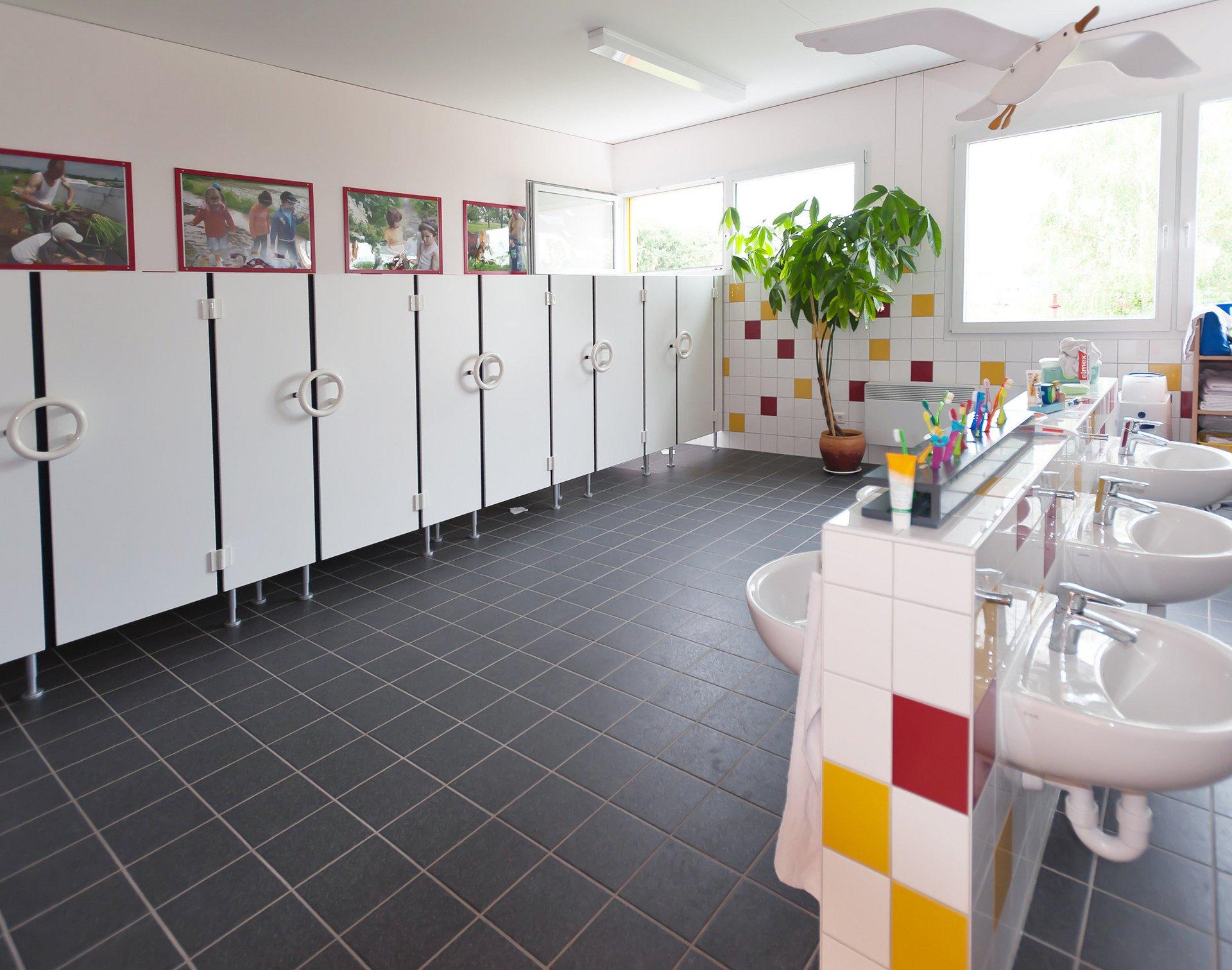 Sanitäre Anlagen für Kleinkinder in nachhaltiger Gebäudelösung