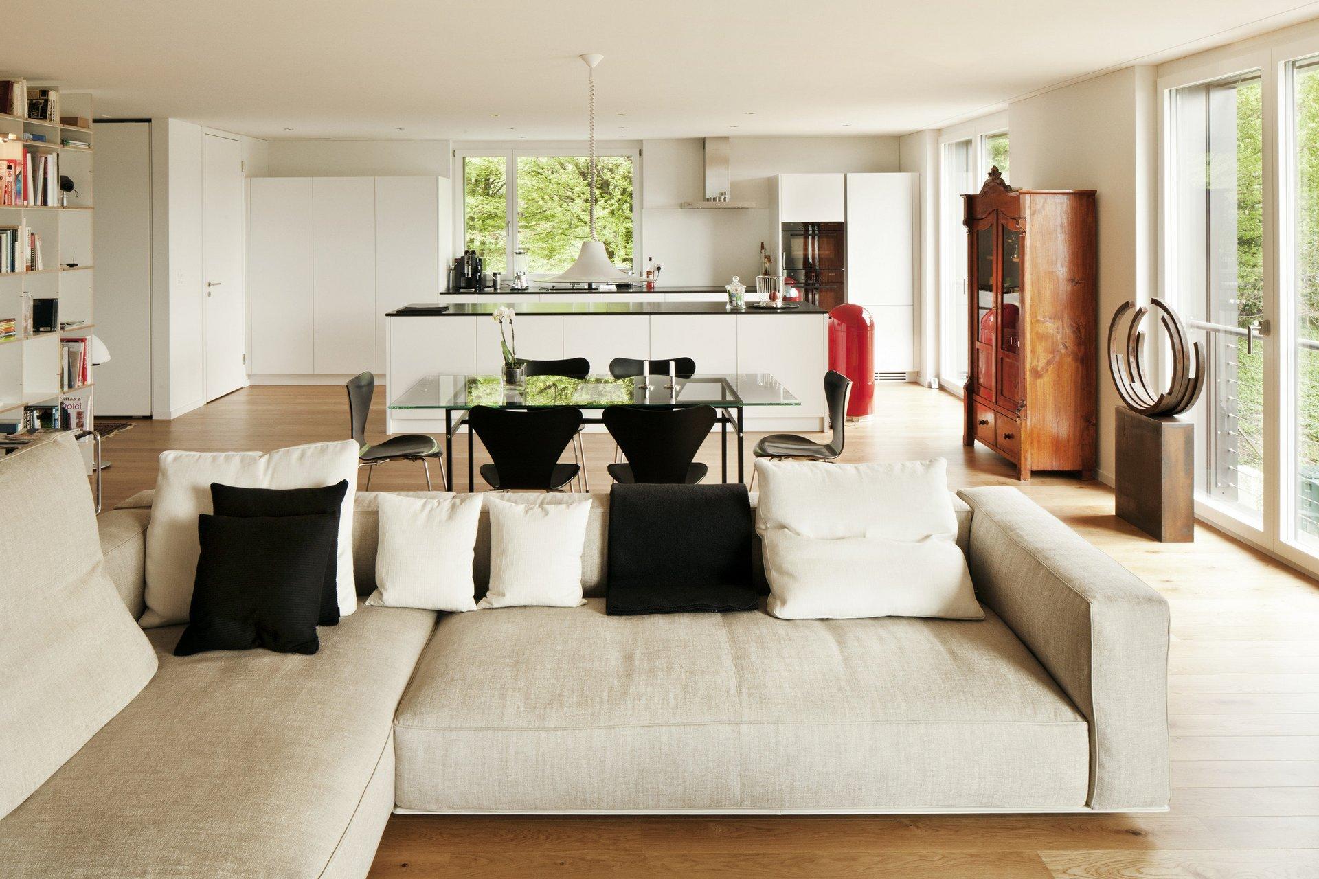 moderner Wohnbereich mit Decken + Innenwände aus Massivbauweise