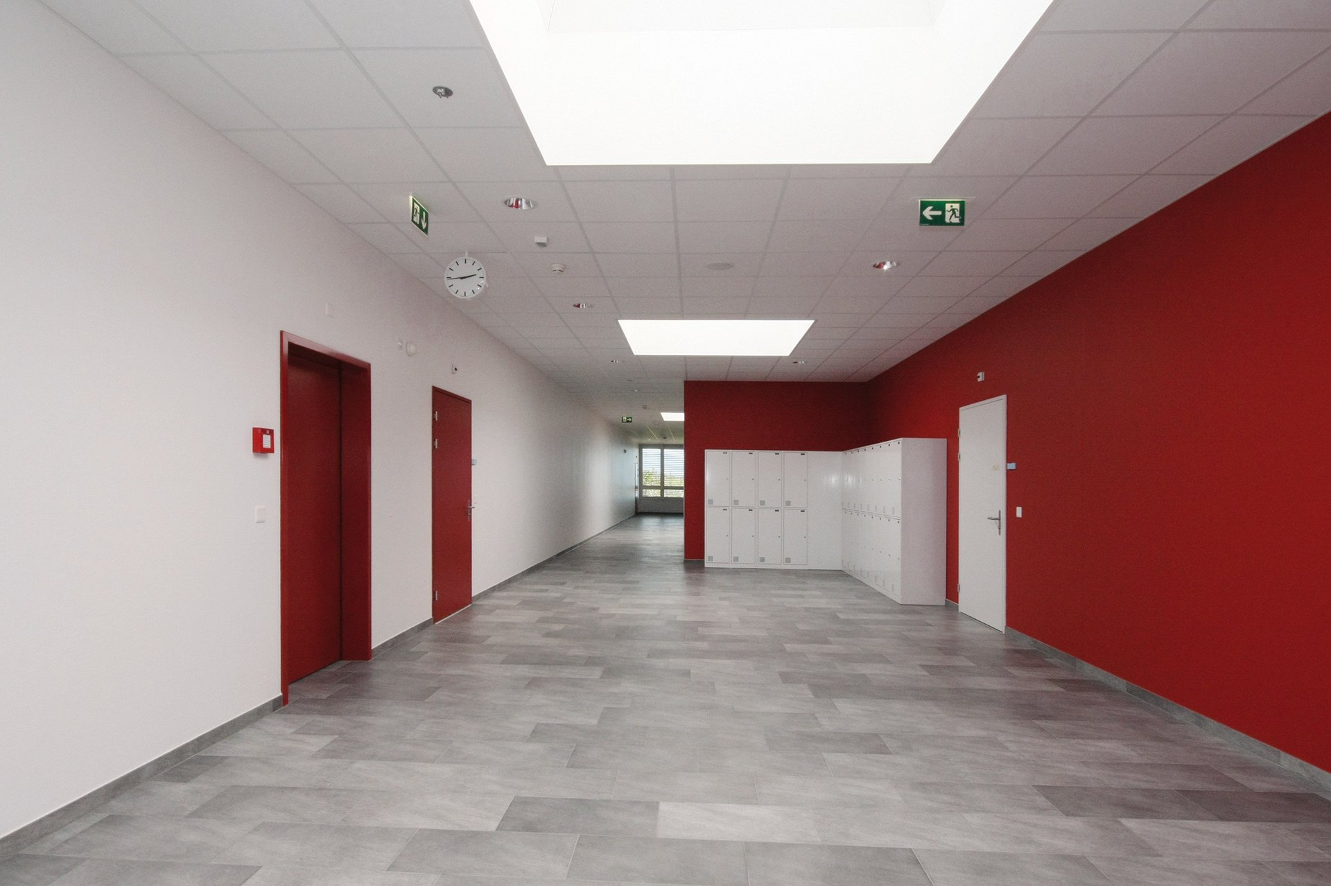 Lehrerzimmer in heller und moderner Atmosphäre