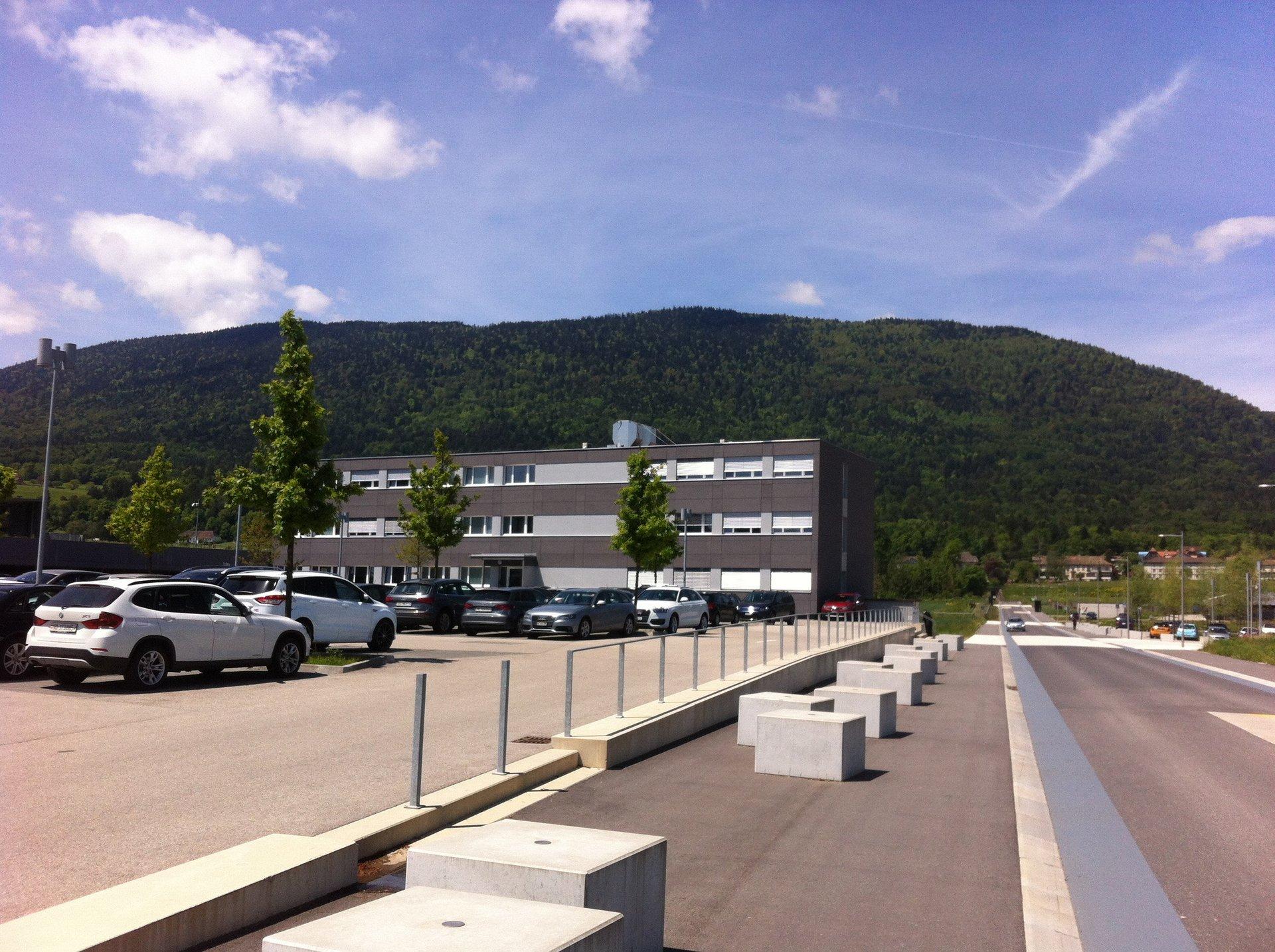 3-geschossiges Bürogebäude mit spezieller Fassadengestaltung