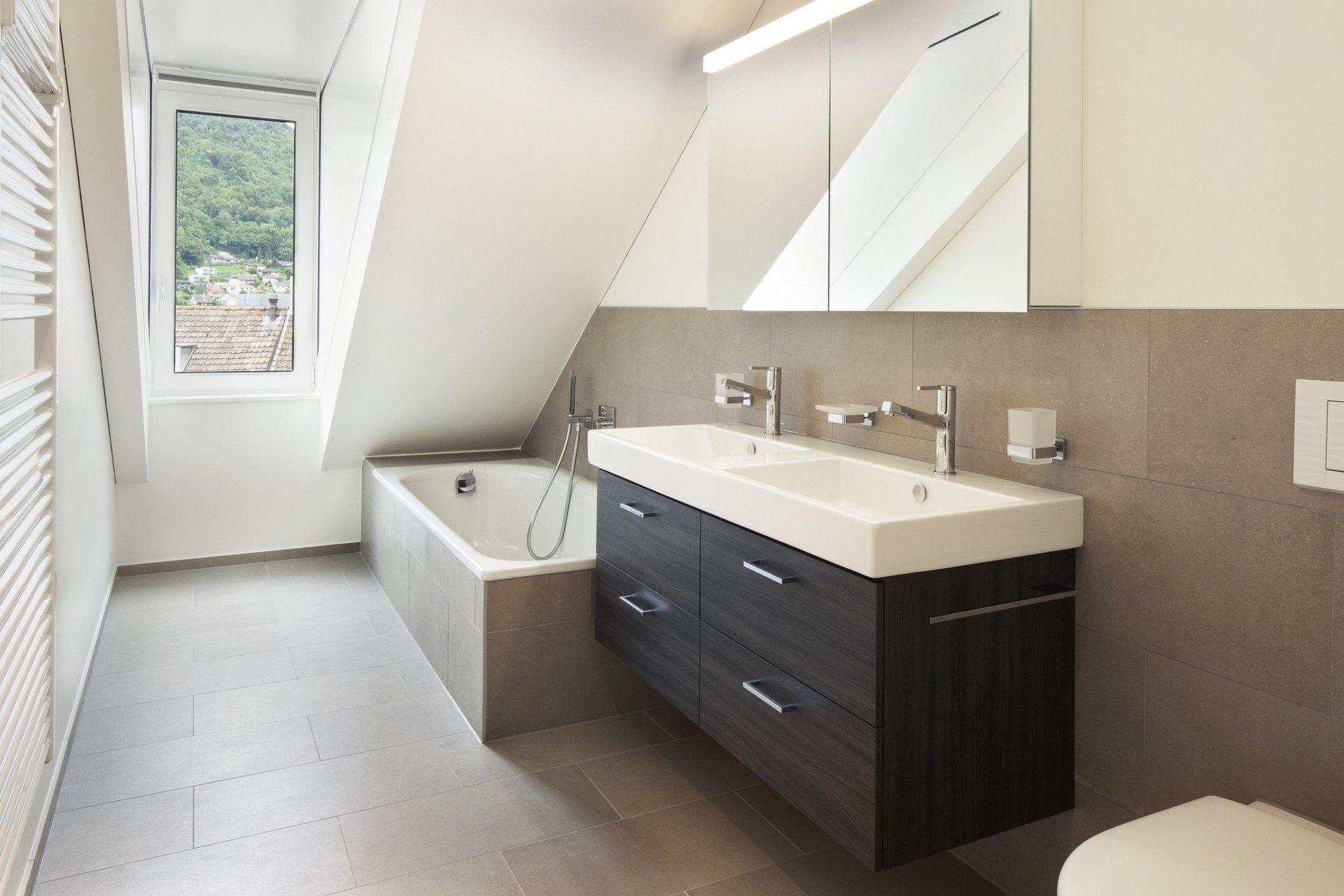 Fenêtre à un vantail à revêtement asymétrique haut-de-gamme