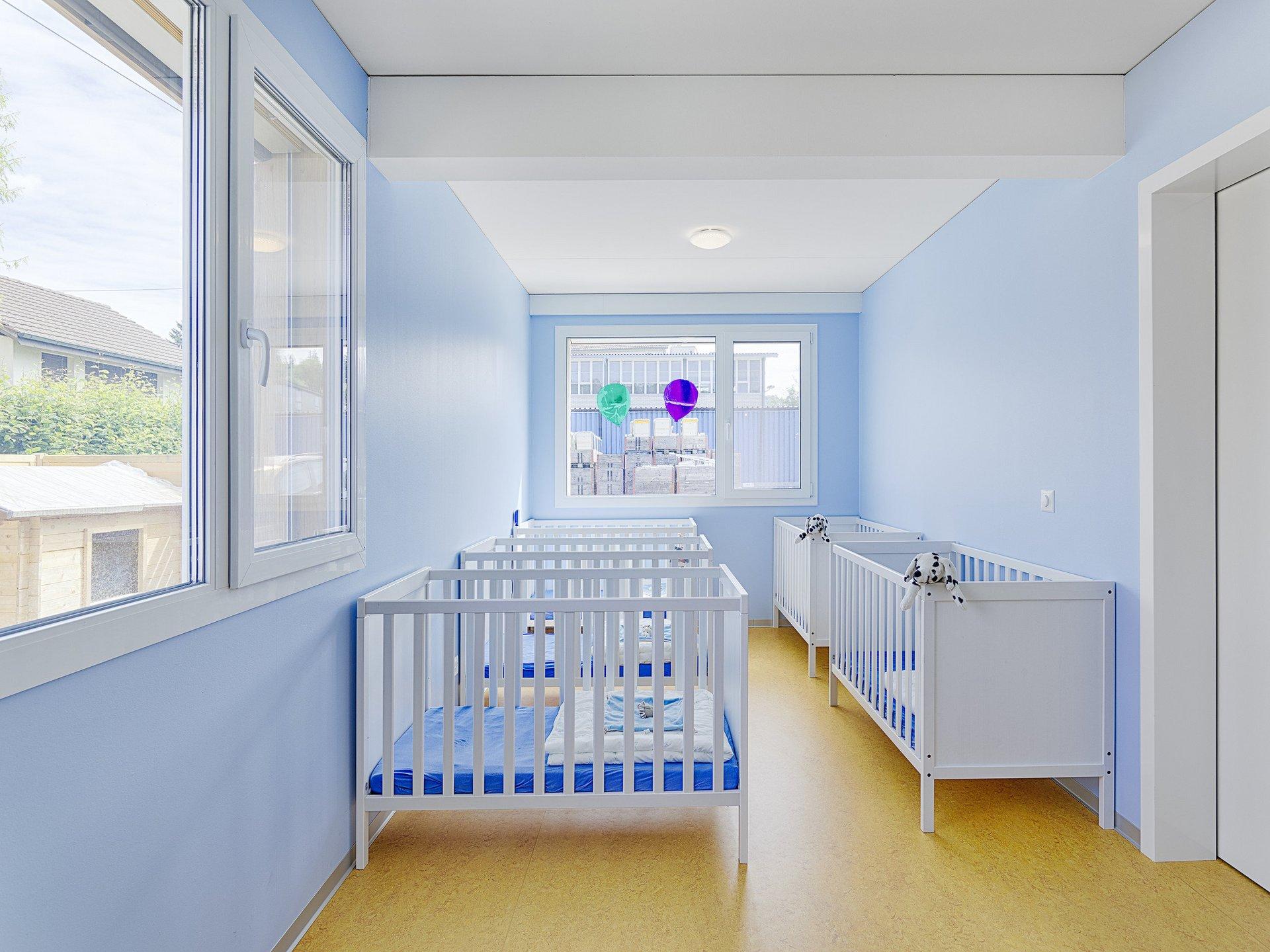 Ruheraum Kinderkrippe in farbenfroher Atmosphäre