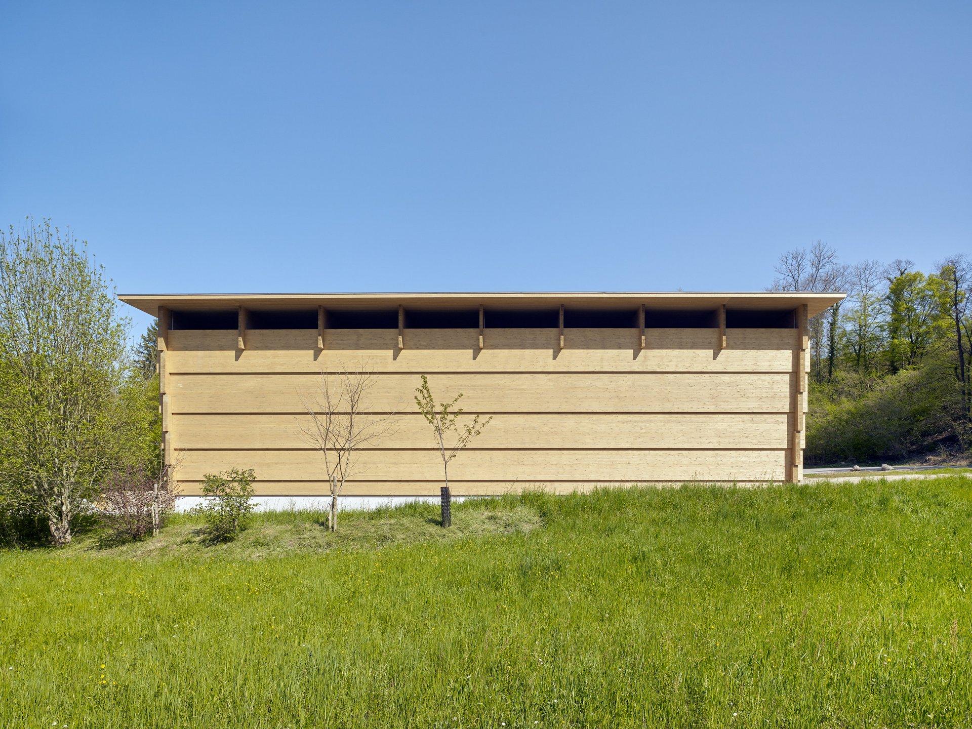 Werkhalle in Blockbauweise mit Spannweite von 26m von hinten