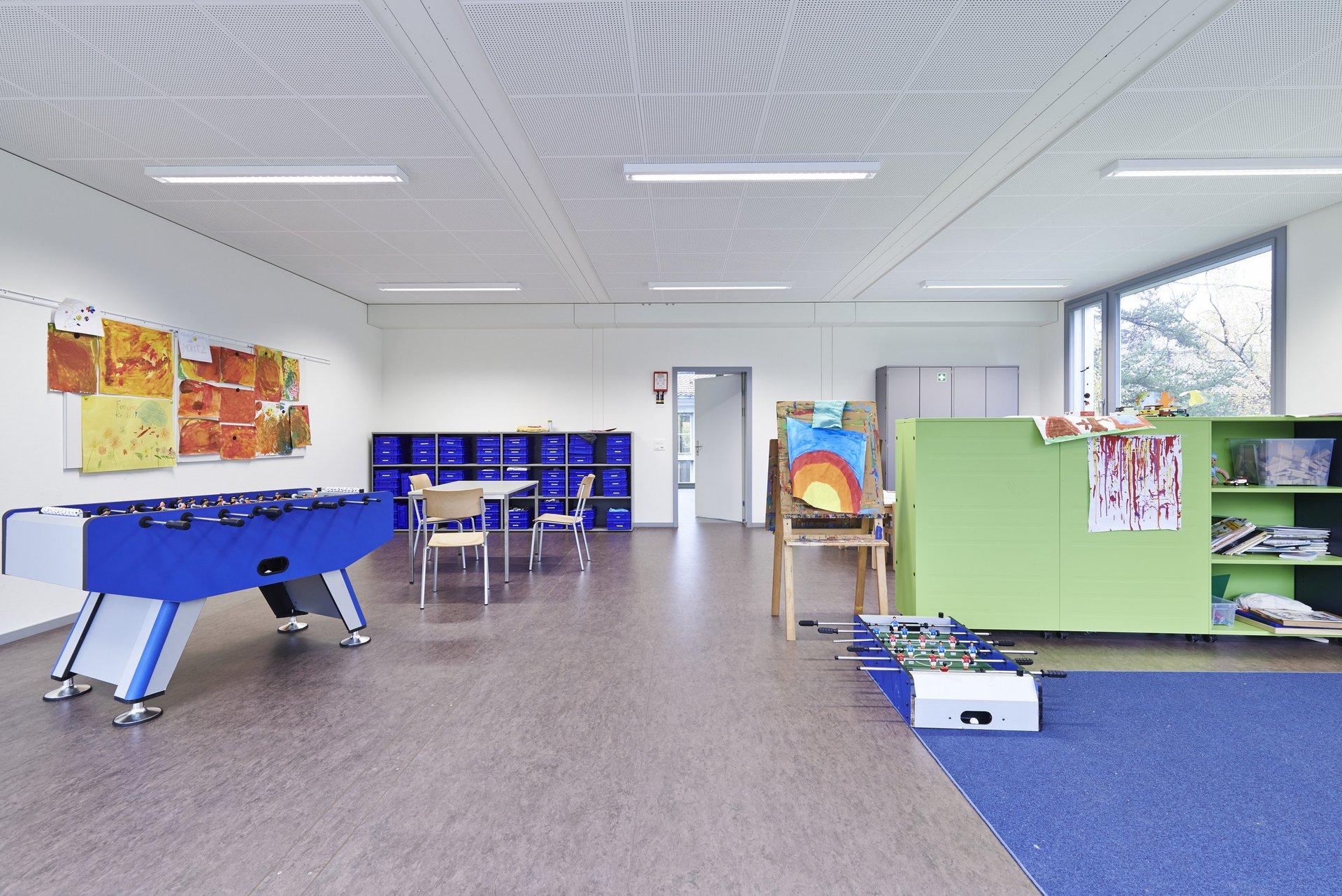 Aufenthaltsraum Kindergarten in hellem Design