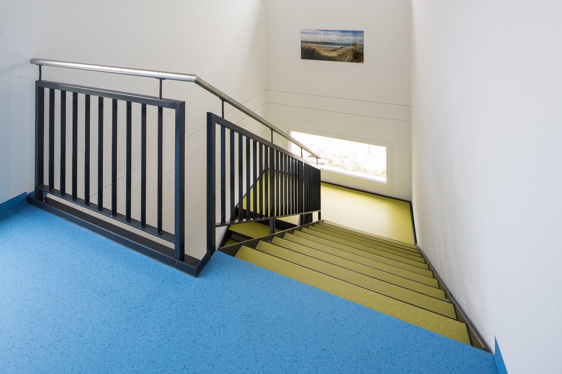 Cage d'escalier intérieur, de style clair et moderne