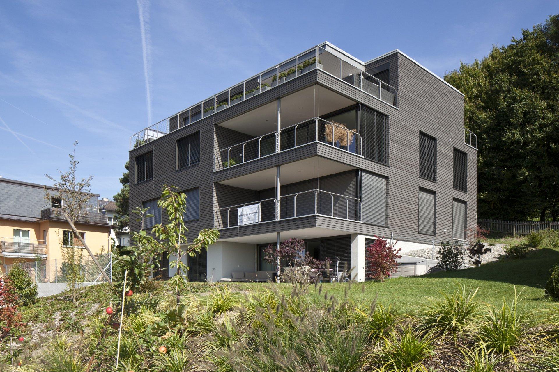 MFH mehrgeschossig mit in Hausform integrierten Balkonen übereinander
