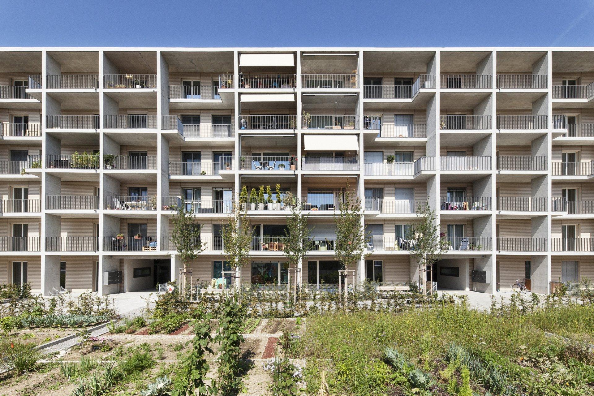 Mehrfamilienhaus mit ausreichender Balkonfläche für jede Wohnung