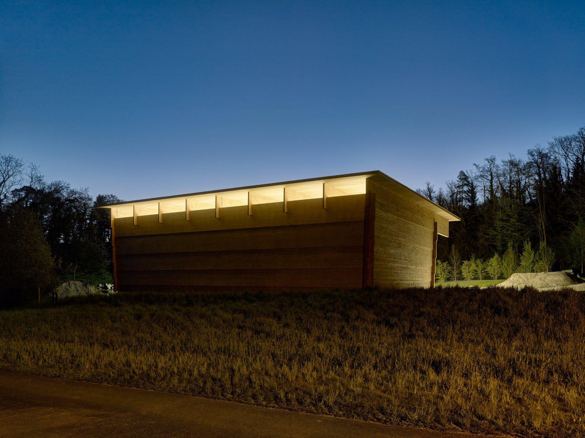 Werkhalle in Blockbauweise mit Spannweite von 26m von vorne
