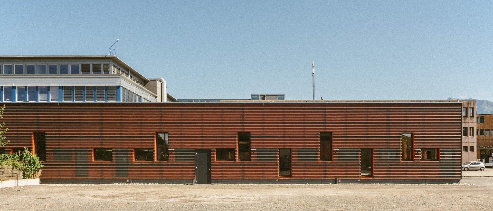 Façades de l'atelier mécanique, fenêtres sur différents niveaux