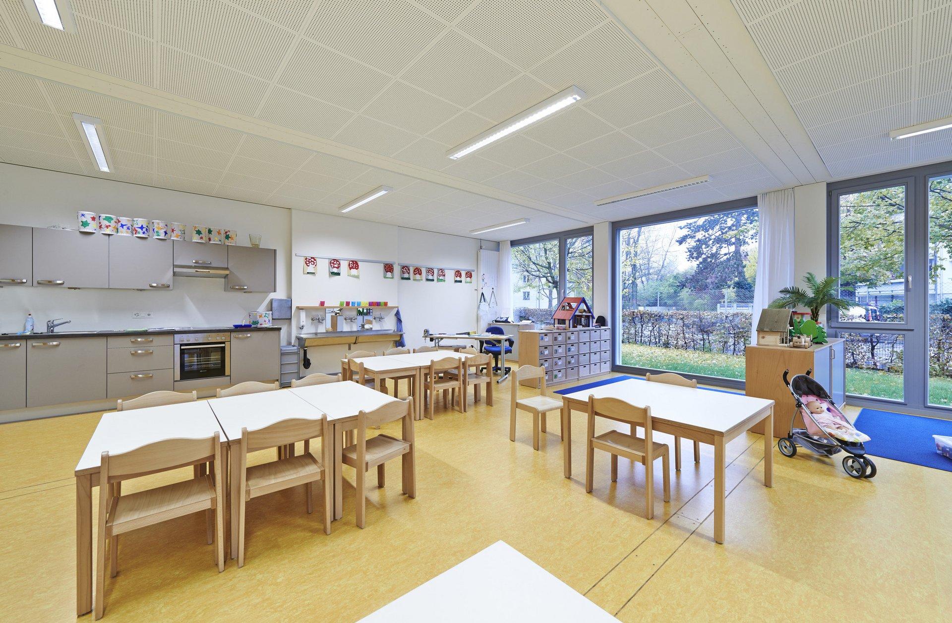 Sanitäre Anlagen Kindergarten in hellem Design