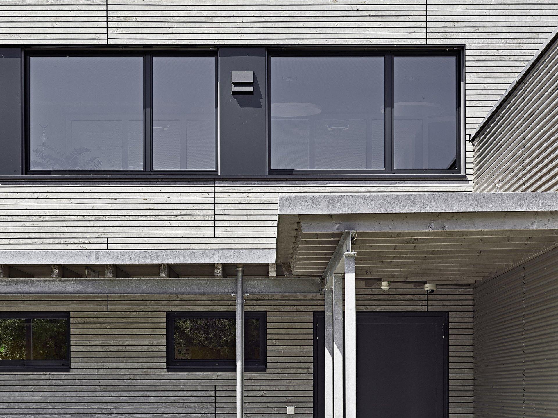 2 Fensterelemente mit Flügelfenster