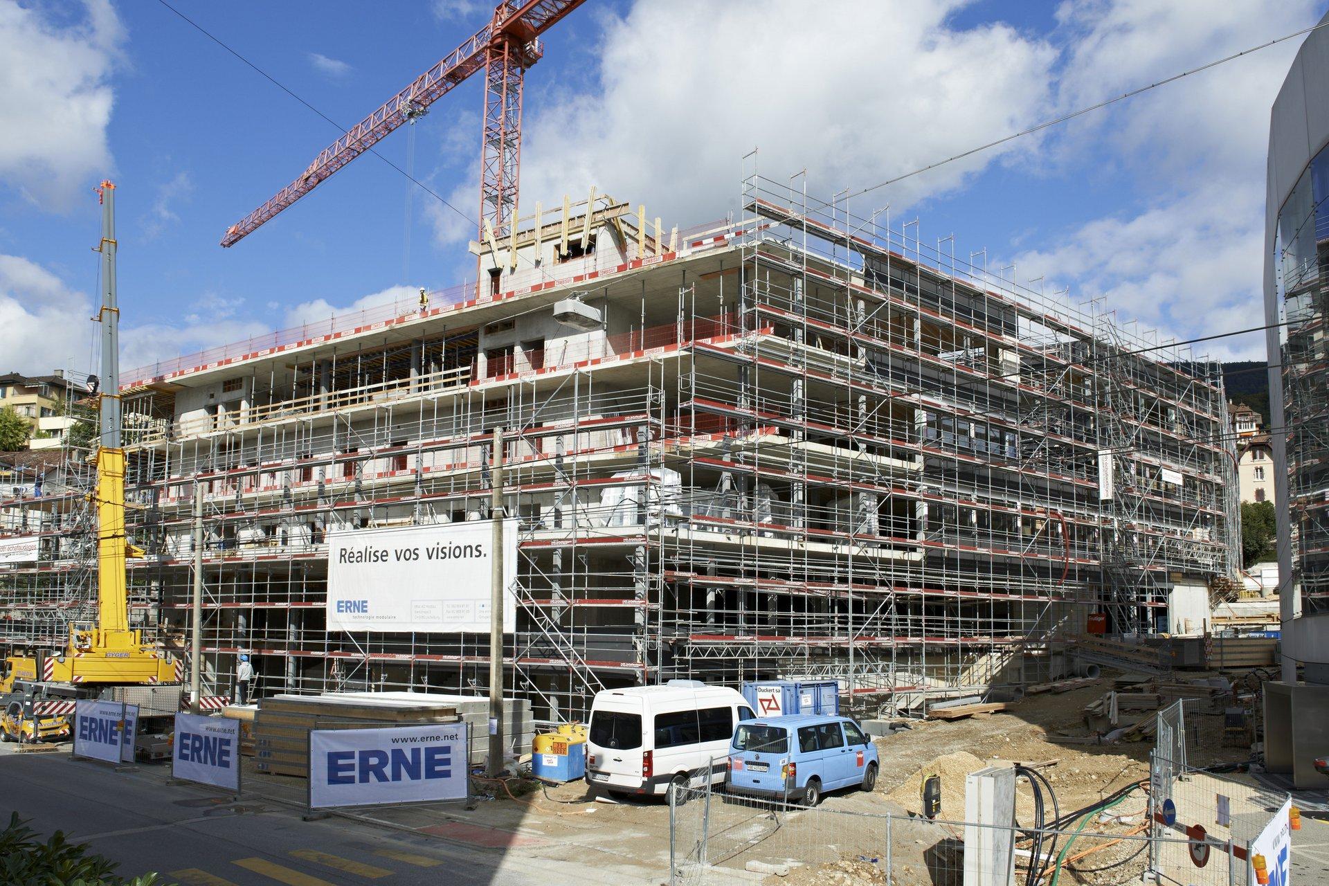 Forschungsgebäude im Bau mit Gerüst