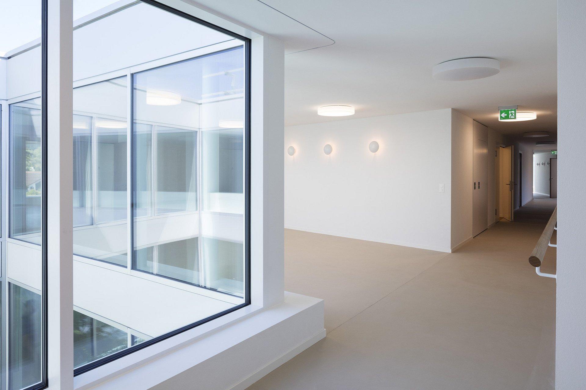 raumhohe Einflügelfenster feststehend sorgen für lichdurchflutete Räume