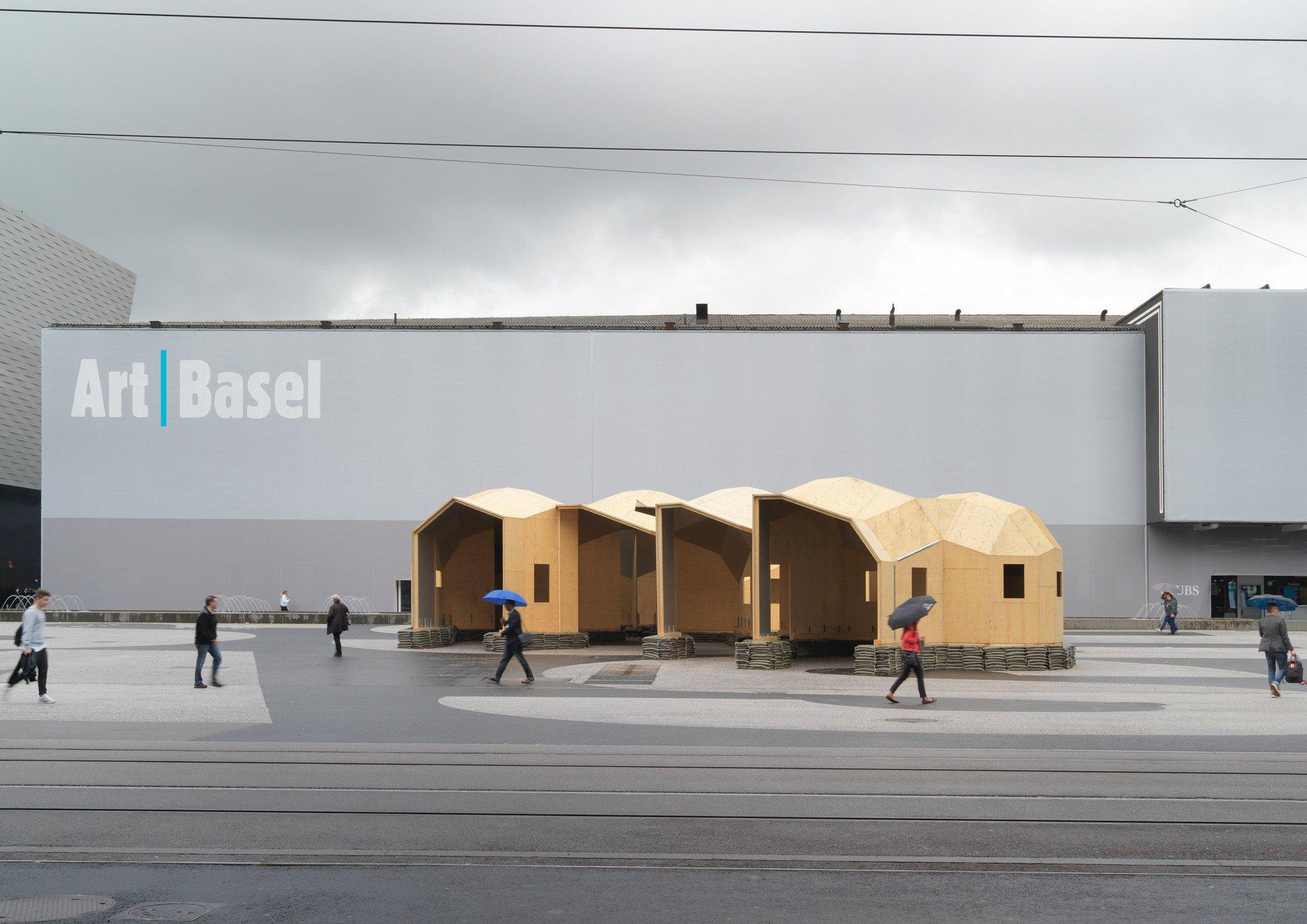 4-teiliges 3-dimensionales Holzkonstrukt aus 3- und 4-eckigen Elementen