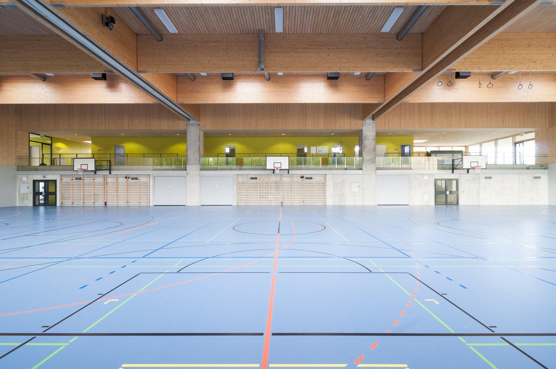 Sporthalle von innen mit Fokus auf Breite