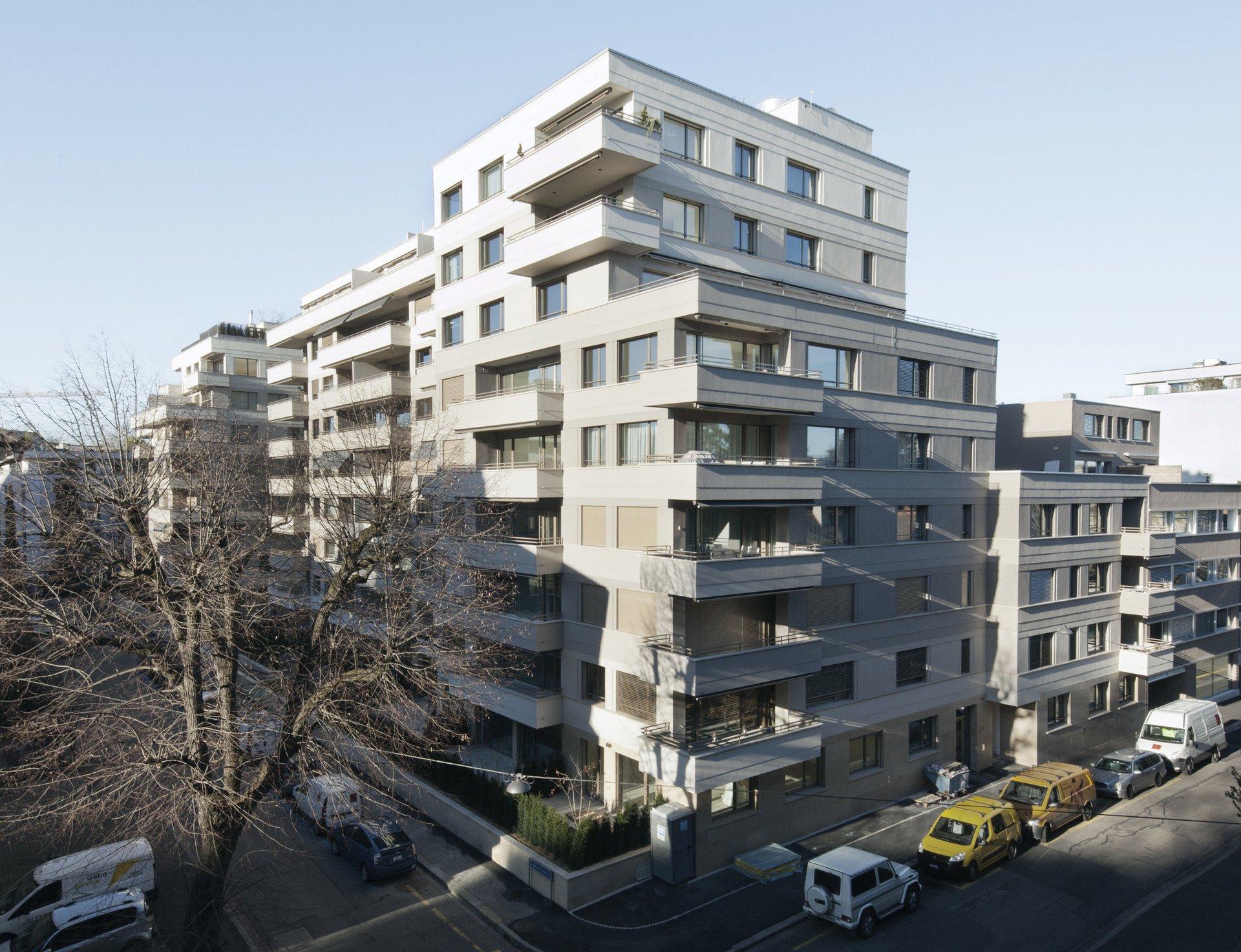 mehrstöckiges Wohnhaus mit grosser Fensteranzahl