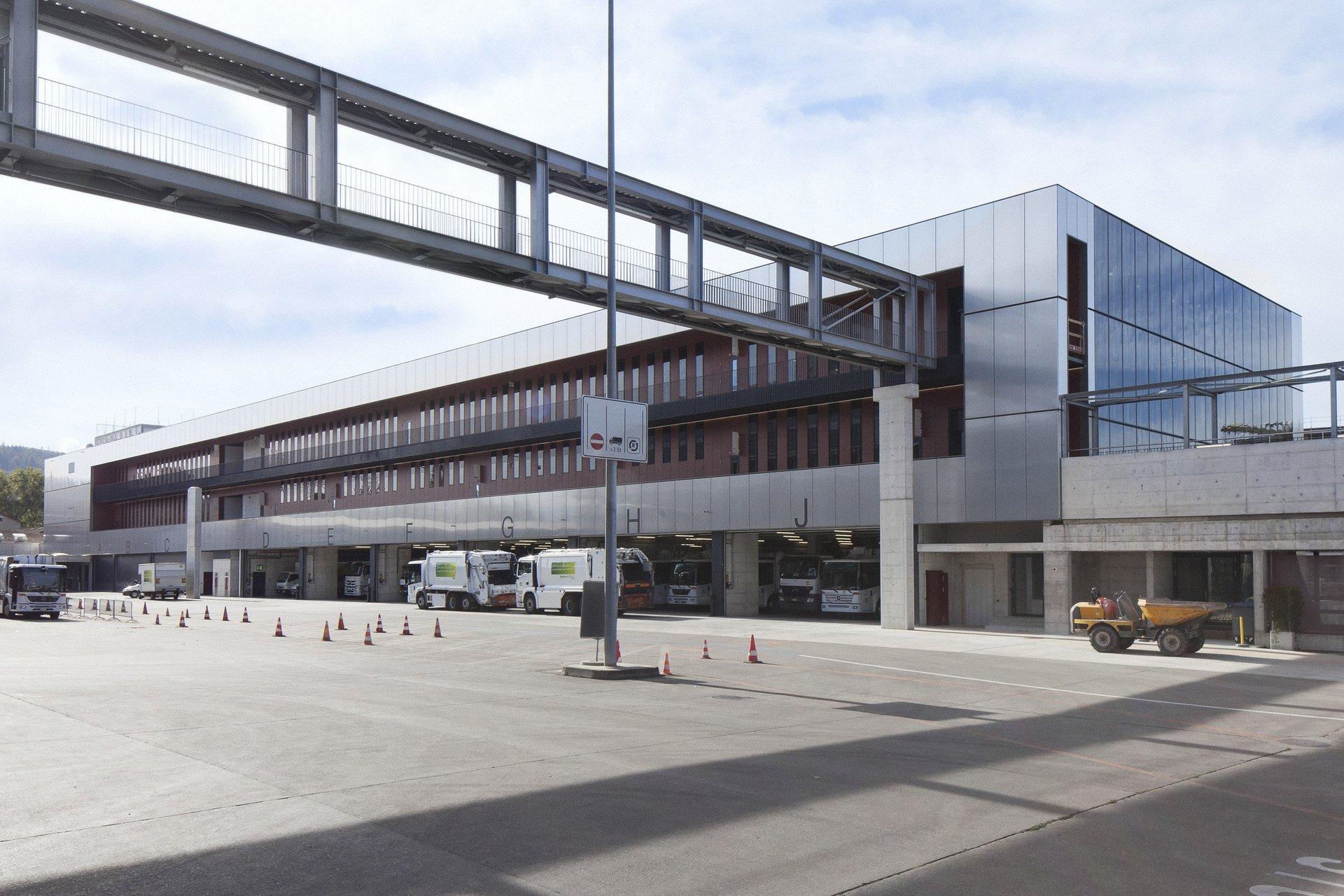 Logistikzentrum mit Gebäudehülle als spezifische Fassade