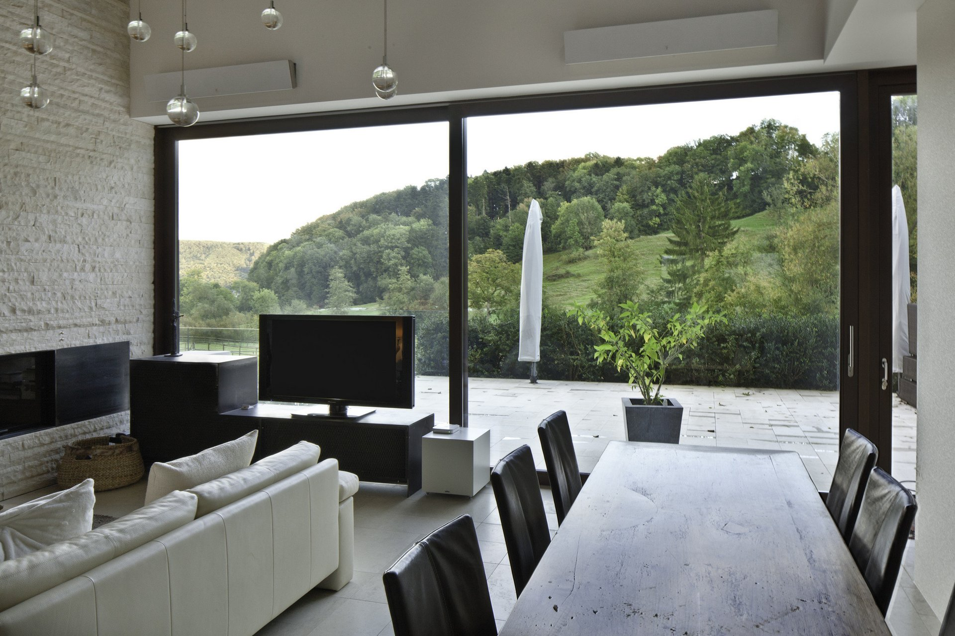 Wohnzimmer mit Hebe-Schiebetüren die ganze Wand ersetzen