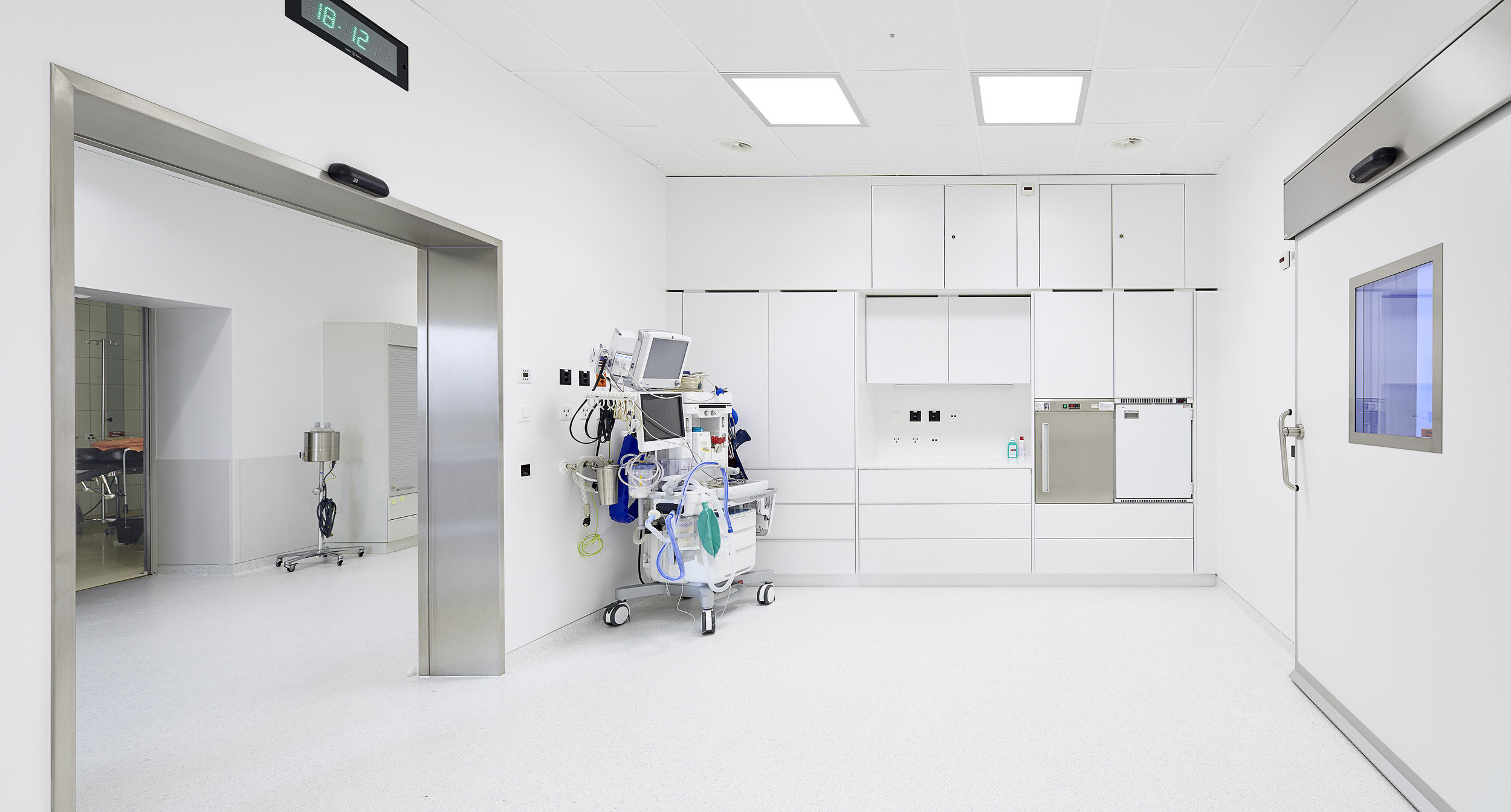 Nebenraum für Operationssaal in Stahl-Modulbauweise